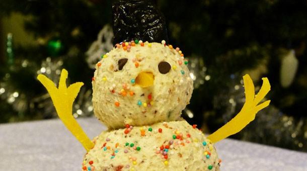 Праздничный новогодний стол — сладкий десерт
